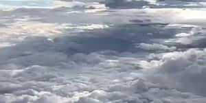 Repülés a felhők között