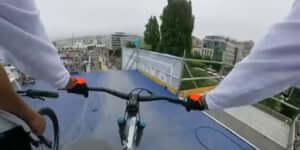 Elképesztő kamera, ami vízszintben marad egy 360-as ugratásnál is