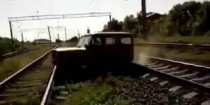 Orosz terepjáró VS orosz vonat