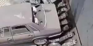 Az autót megeszi a vasszörny